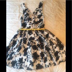 Elle size 8 floral print flared dress